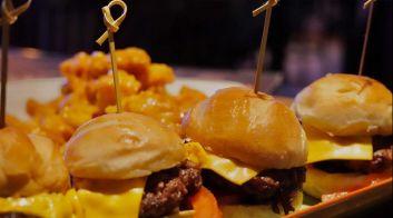 Sliders 4 Mini Burgers With Cheese
