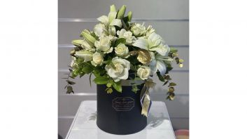 Mix Roses With Black Box