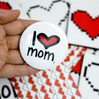 دبوس انا احب امي