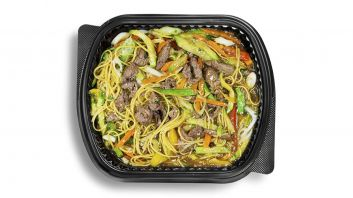 Chinese Noodles With Vegetables & Beef