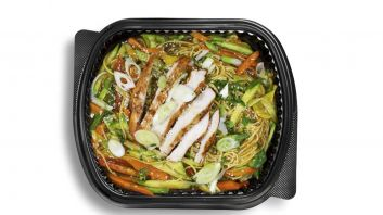 Chinese Noodles With Vegetables & Chicken